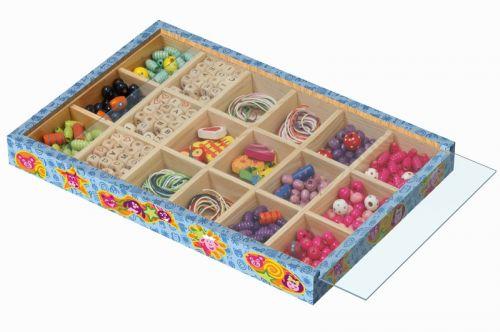LENA Dřevěné perly - navlékací korálky ve velké dřevěné kazetě cena od 400 Kč