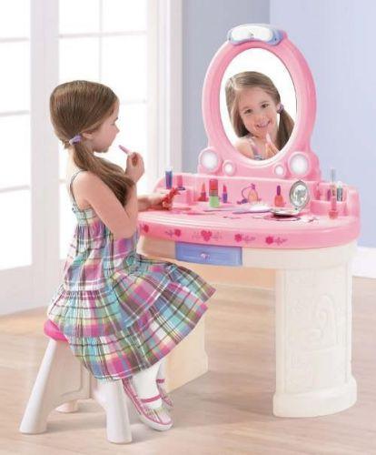 STEP2 Kosmetický stolek Fantasy Vanity cena od 2895 Kč