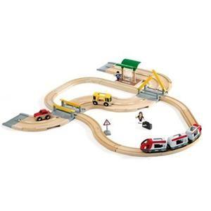 Brio Vláčkodráha s osobním vlakem, závorami a silničním přejezdem