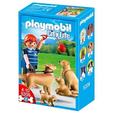 PLAYMOBIL Chlapeček s rodinou zlatého Retrívra cena od 0 Kč