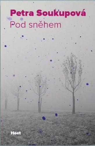 Petra Soukupová: Pod sněhem cena od 189 Kč