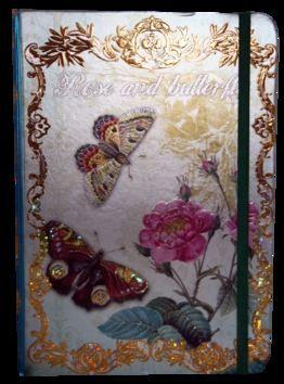 Zápisník s gumičkou A5 145x210 mm růže a motýli cena od 136 Kč