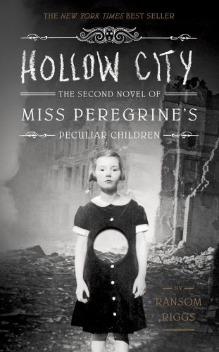 Ransom Riggs: Hollow City - The second novel of Miss Oeregrine´s Peculiar Children cena od 206 Kč
