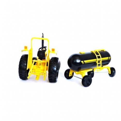 Maisto Farmářský traktor s cisternou 1 : 16 cena od 389 Kč