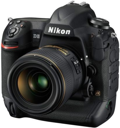Nikon D5 cena od 159990 Kč