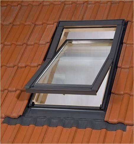 BALIO dřevěné střešní okno s lemováním