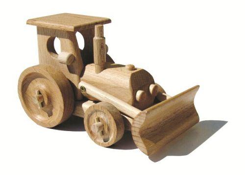 CEEDA CAVITY dřevěný traktor s radlicí
