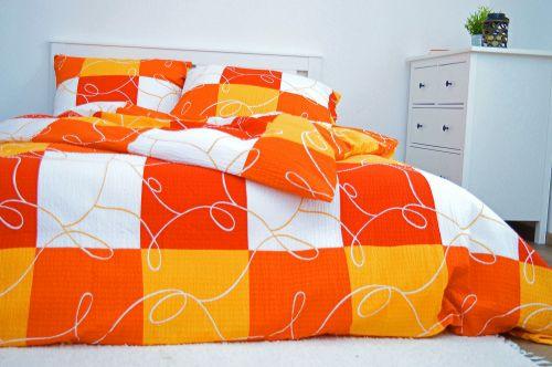 Písecké lůžkoviny Šachy oranžové krepové povlečení