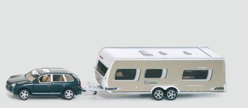 SIKU Osobní vozidlo s obytným přívěsem 1:55