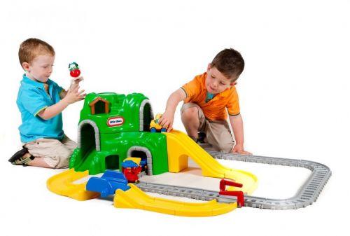 LITTLE TIKES Autodráha a železnice s tunelem